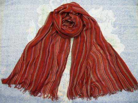 ... femme au foulard dans django,foulard femme lin,foulard drapeau anglais  pas cher ... 197400467e8